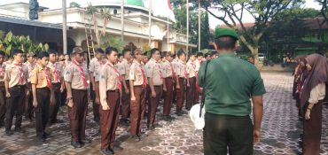Siswa SMPN 14 Malang Dibekali Wasbang dan PBB Oleh Babinsa Koramil 0833/03 Blimbing