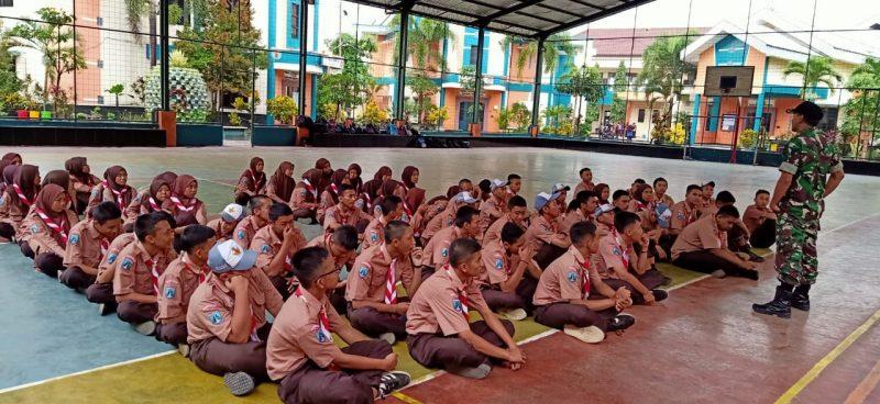 Babinsa Koramil  0833/02 Kedungkandang Berikan Materi Wawasan Kebangsaan Kepada Siswa SMKN 10 Malang