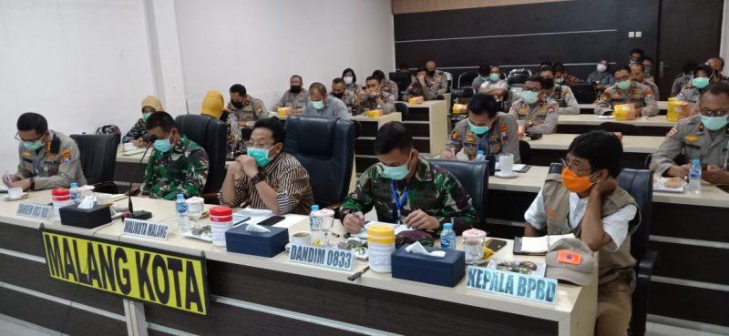 Dandim 0833/Kota Malang ikuti Video Conference dengan Gubernur, Pangdam V/Brw dan Kapolda Jatim