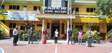 Babinsa Kelurahan Sukun Semprot Disinfektan SMP Islam Ma'arif 02 Malang