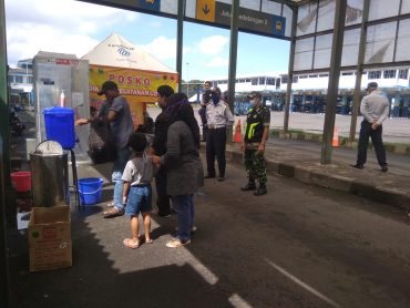 Koramil 0833/03 Blimbing Turunkan Anggota Pam Posko Satgas Penanganan Covid-19 Pos Terminal Arjosari Malang