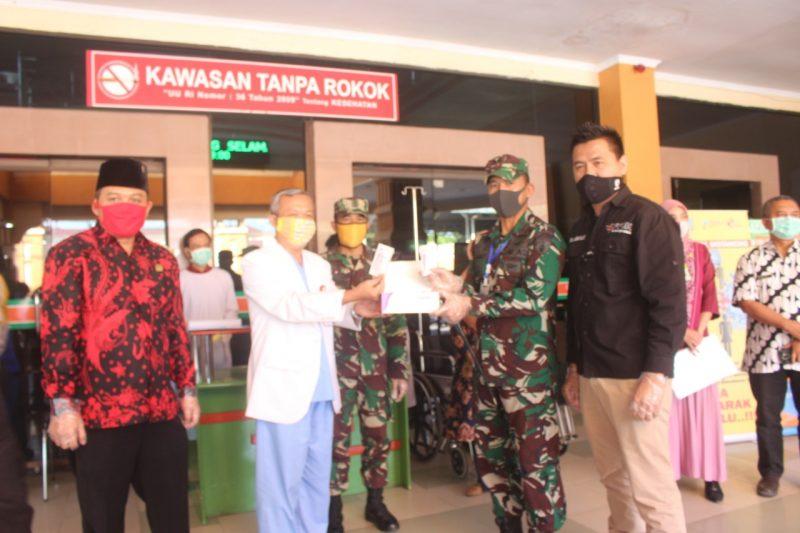 Dandim 0833/Kota Malang Serahkan Bantuan Rapid Test dari Ibu Panglima TNI dan APD dari Malang Bersatu Lawan Corona