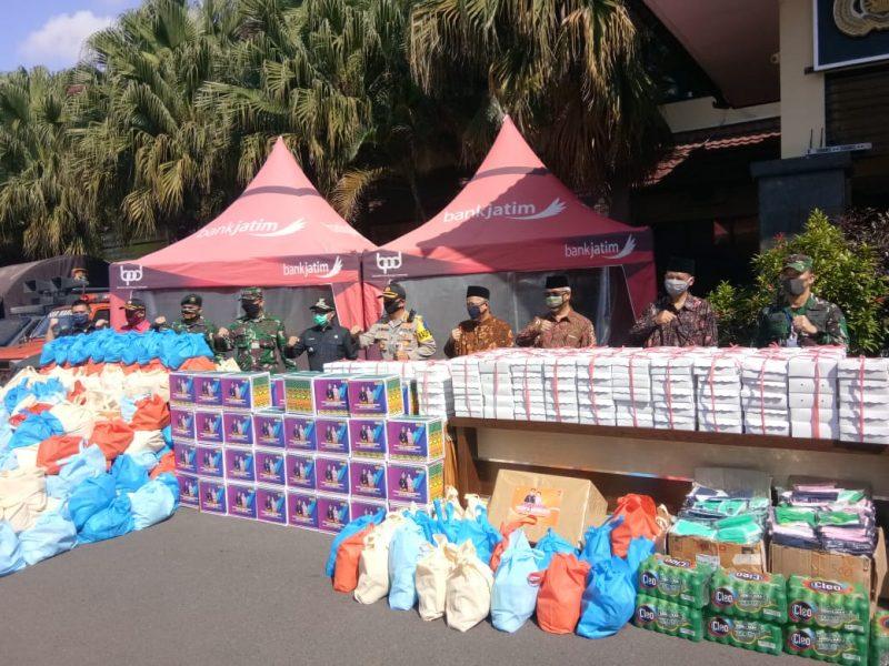 Kapolresta Malang Kota Bersama Dandim 0833/Kota Malang Gelar Apel Pasukan Bhakti Sosial Polri Peduli Covid 19 dan Pembentukan Satgas Zona Merah