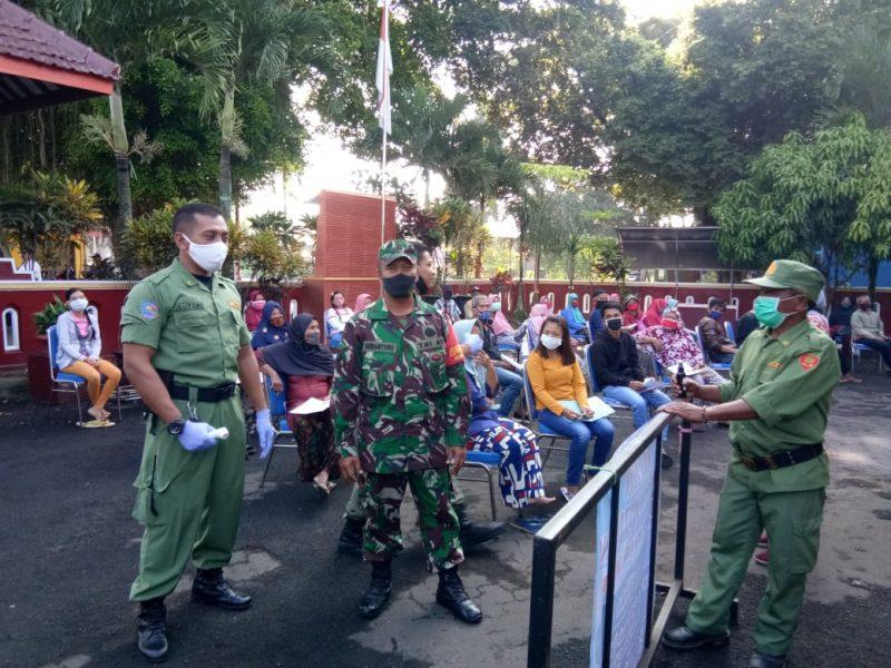 Pembagian BST di Kota Malang Diamankan Penuh Oleh Babinsa Jajaran Kodim 0833