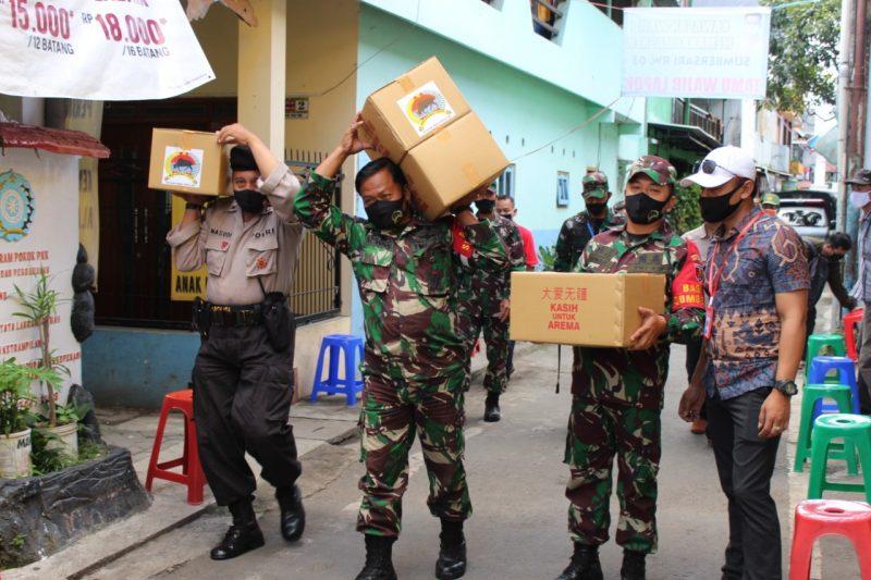 Tak Hanya Mendukung Kampung Tangguh, Dandim 0833 Kota Malang Berikan Bantuan Sembako