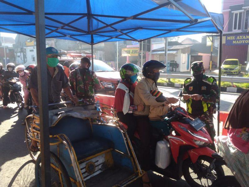 Personil Kodim 0833 Kota Malang Tetap Siaga Dalam Penyekatan PSBB