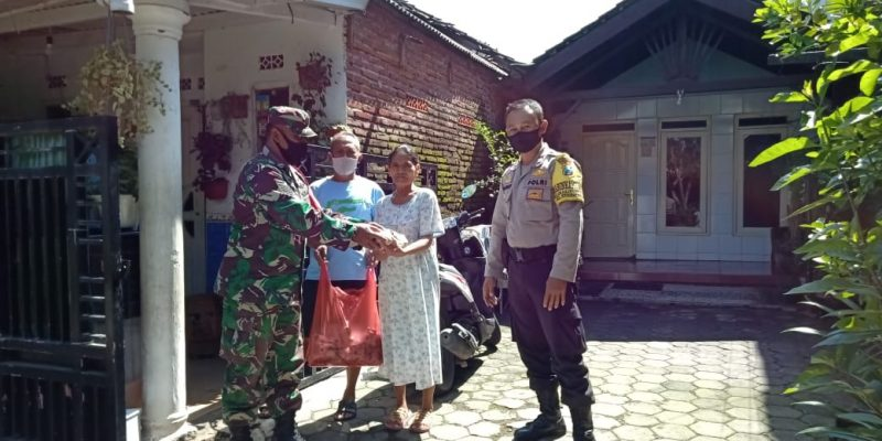 Kodim 0833 Kota Malang Bagikan Ratusan Nasi Bungkus Bagi Warga Terdampak Covid-19