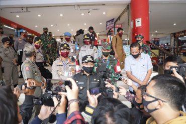 Dandim 0833 Kota Malang bersama Kapolresta Malang Kota Dampingi Walikota Malang Patroli Gabungan di Mall Kota Malang
