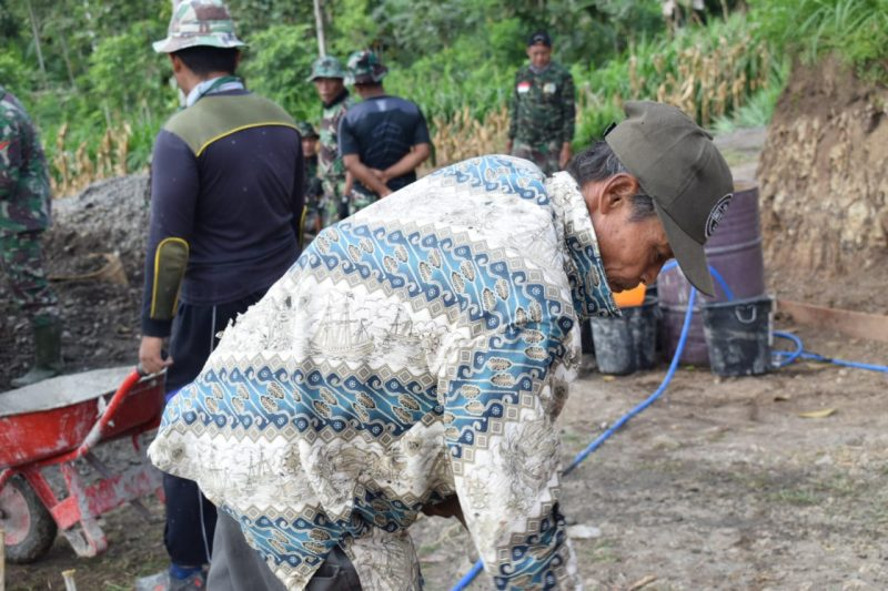 Warga Desa Ngepoh Terus Semangat Membantu Pembangunan Desa