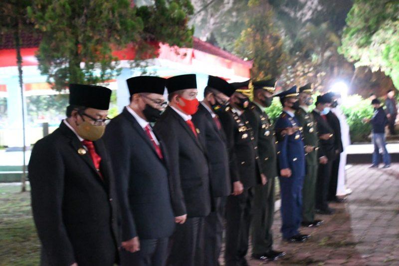 Danrem 083/Bdj Pimpin Apel Kehormatan Serta Renungan Suci di TMP Suropati