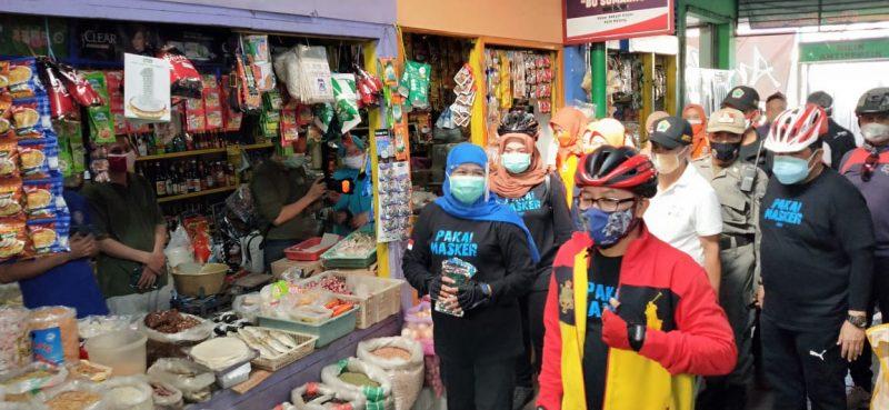 Gowes Bareng Berbagi Masker Bersama Gubernur Jatim dan Forpimda di Kota Malang
