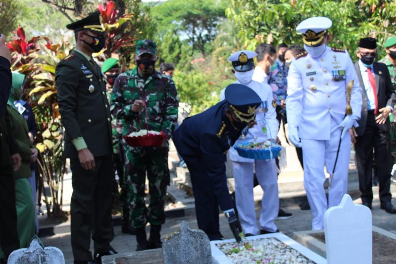 Dandim 0833 Kota Malang Ikuti Upacara Ziarah Nasional HUT TNI ke -75