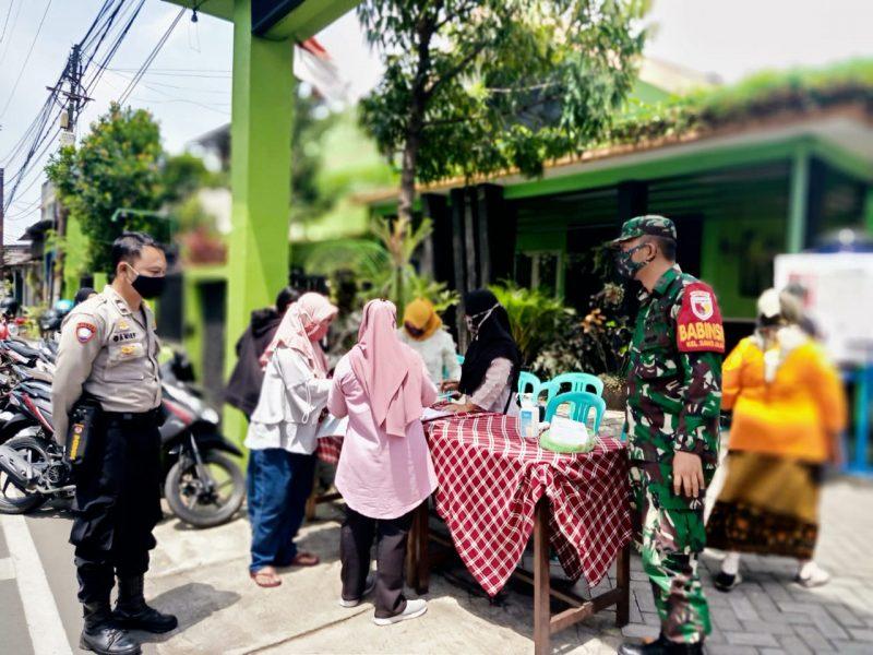 Babinsa dan Bhabinkamtibmas Dampingi Penyaluran Bantuan Sosial Tunai