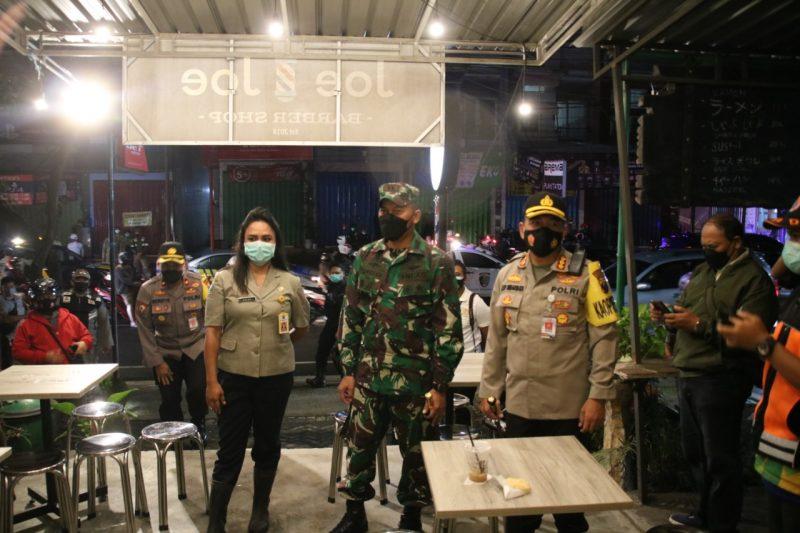 Dandim 0833 Kota Malang Dampingi Kapolresta Malang Kota Patroli Gabungan PPKM di Kota Malang
