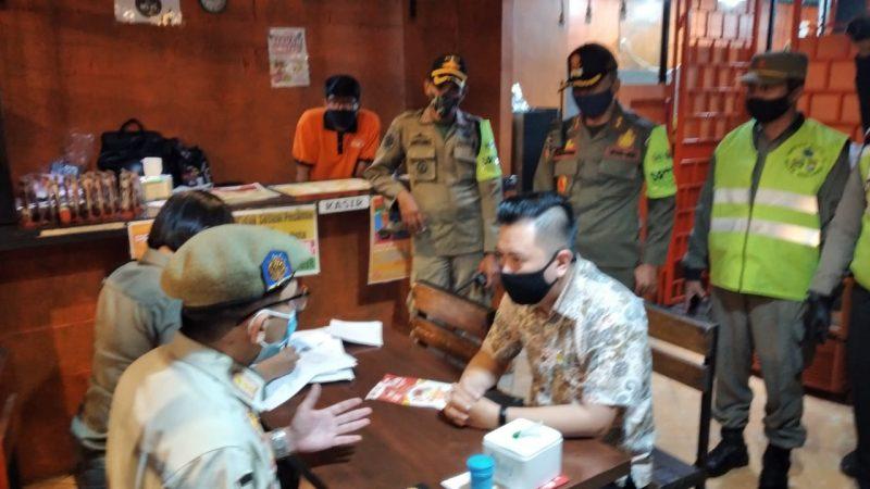 TNI POLRI dan Aparat Pemerintahan Segel Salah Satu Cafe di Kota Malang