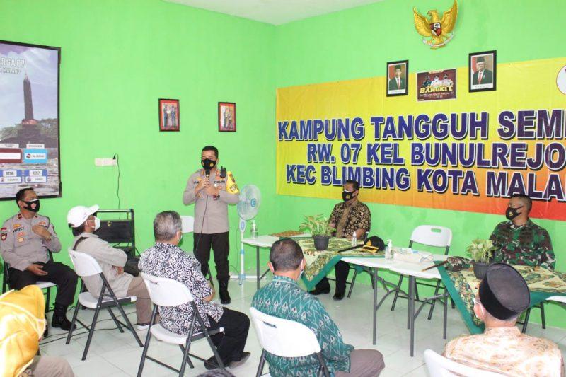 Kapolresta Malang Kota Bersama Dandim 0833 Kota Malang Berikan Motivasi bagi Warga Kampung Tangguh Bunulrejo