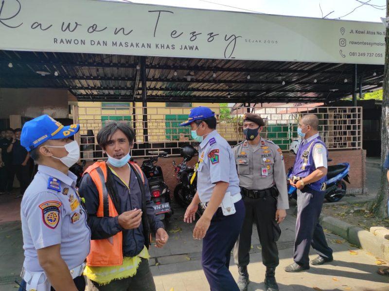 Tim Gabungan Tertibkan Parkir Liar di Kota Malang