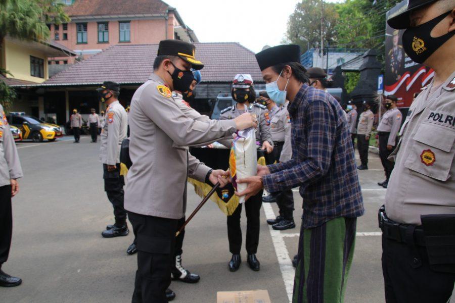 Polresta Malang Kota Bagikan Sembako ke Ponpes di Wilayah Kota Malang